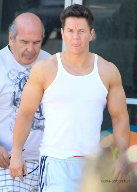 See Mark Wahlberg Run And Michael Bay Direct In These PAIN AND GAIN ...