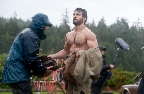Buff Henry Cavill a.k.a New SUPERMAN In These MAN OF STEEL Set Photos