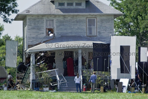 Cape! MAN OF STEEL Visits Kent Farm In These MAN OF STEEL Set Photos